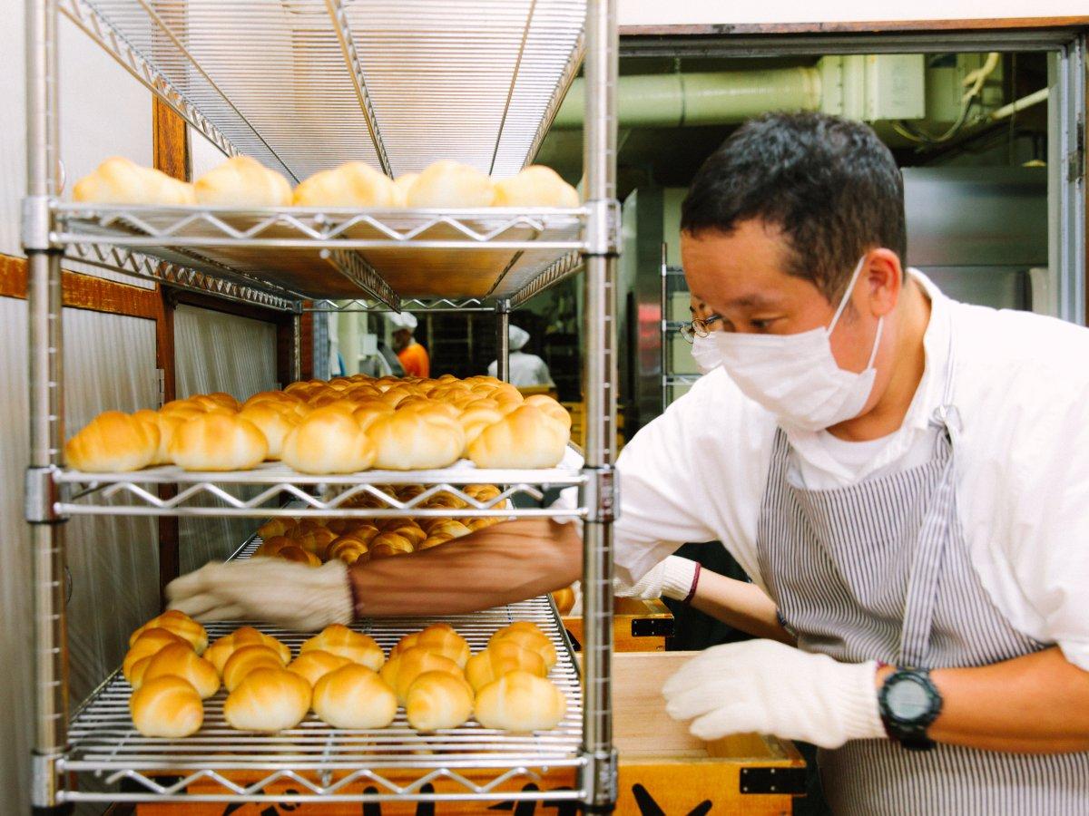 Có gì tại tiệm bánh mì Nhật Bản, hoạt động 74 năm và chỉ bán 2 loại bánh nhưng vẫn nườm nượp khách? - Ảnh 10.