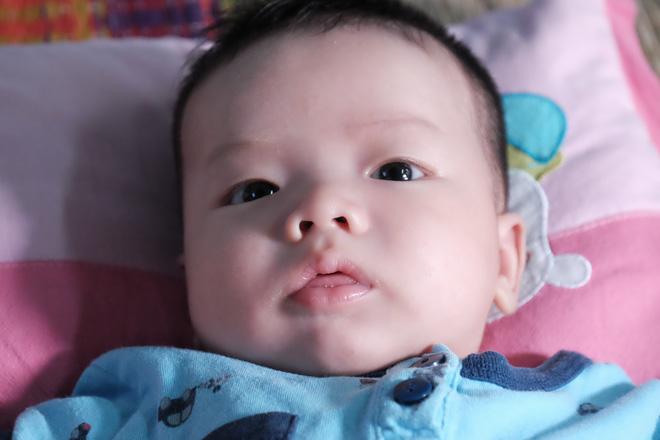 Nhặt được em bé sơ sinh trước cổng chùa, người phụ nữ giúp việc mang về nuôi nấng yêu thương - Ảnh 6.