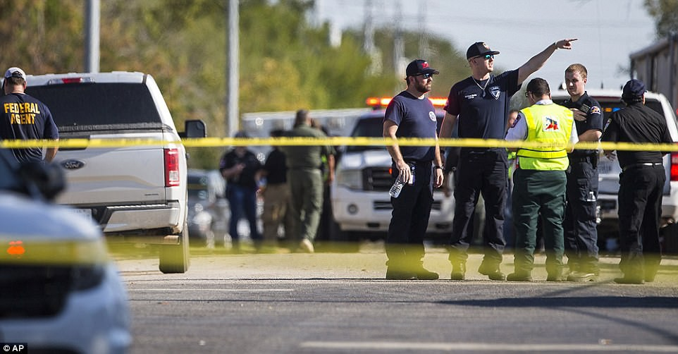 Khung cảnh thương tâm tại nhà thờ, nơi gần 60 người thương vong trong vụ xả súng đẫm máu tại bang Texas, Mỹ - Ảnh 7.