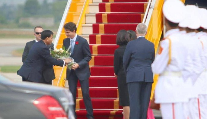 Chuyên cơ chở Thủ tướng Canada Justin Trudeau tới Hà Nội - Ảnh 7.