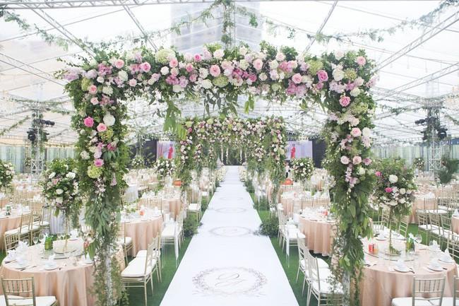 10 đám cưới Việt trong năm 2017 không phải của sao showbiz nhưng cực kỳ xa hoa khiến MXH nô nức chỉ dám nhìn không dám ước - Ảnh 6.