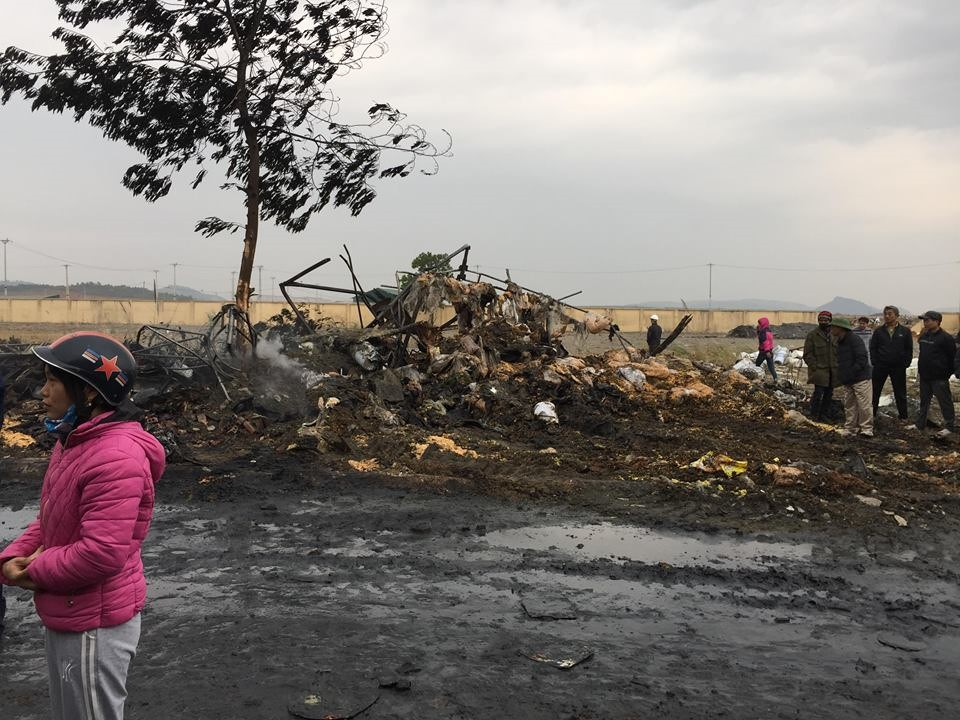 Hiện trường tan hoang sau đám cháy lớn ở Công ty bánh kẹo - Ảnh 6.