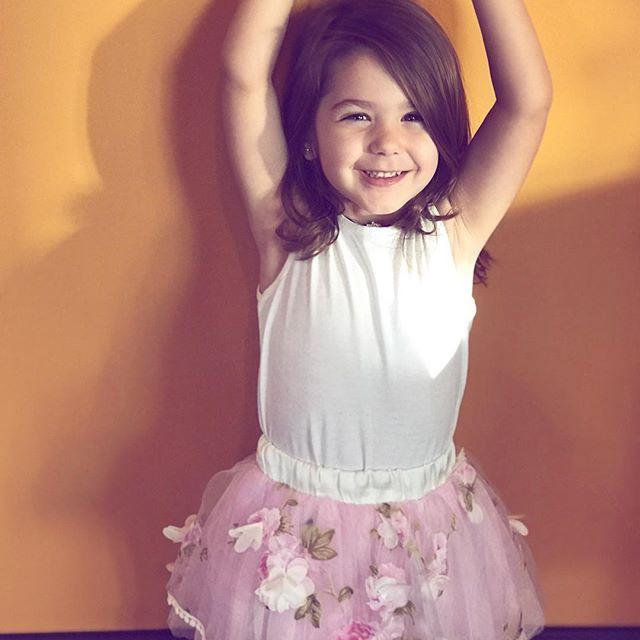 Clip: Bé gái 3 tuổi biết trang điểm thuần thục đang gặp phải làn sóng phản đối dữ dội - Ảnh 6.