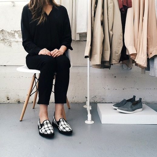 Đôi loafer da của Gigi Hadid có gì đặc biệt mà tới 10.000 người đặt gạch chờ mua? - Ảnh 7.