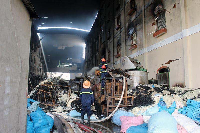 Hình ảnh tan hoang sau vụ cháy suốt 24 giờ ở Cần Thơ - Ảnh 7.