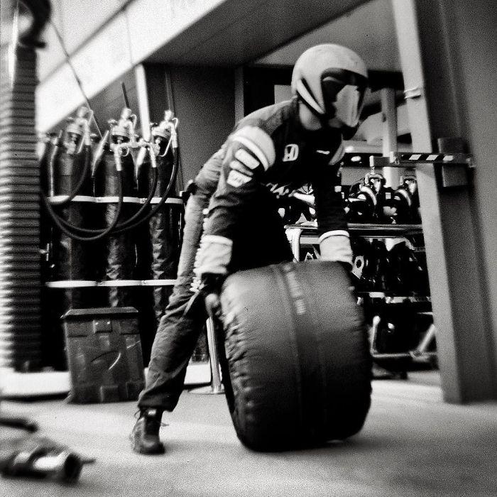 Nhiếp ảnh gia chớp khoảnh khắc của những chiếc xe đua Công thức 1 với chiếc máy ảnh 104 tuổi, và đây là kết quả - Ảnh 12.