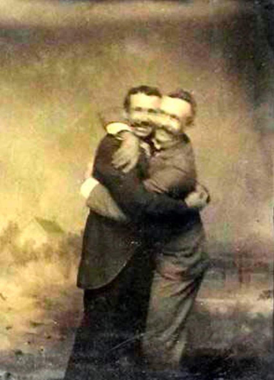Những hình ảnh thân mật của các chàng trai cách đây 100 năm: Đồng tính không phải trào lưu - Ảnh 10.