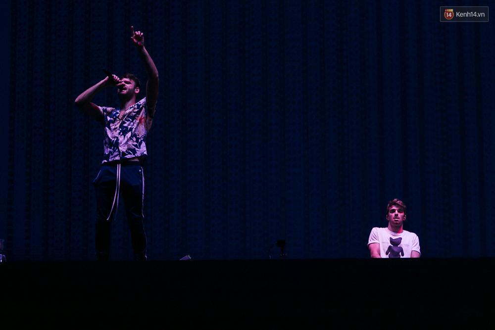 The Chainsmokers khiến khán giả Việt Nam vỡ òa với màn biểu diễn đầy nhiệt huyết suốt 2 tiếng - Ảnh 9.