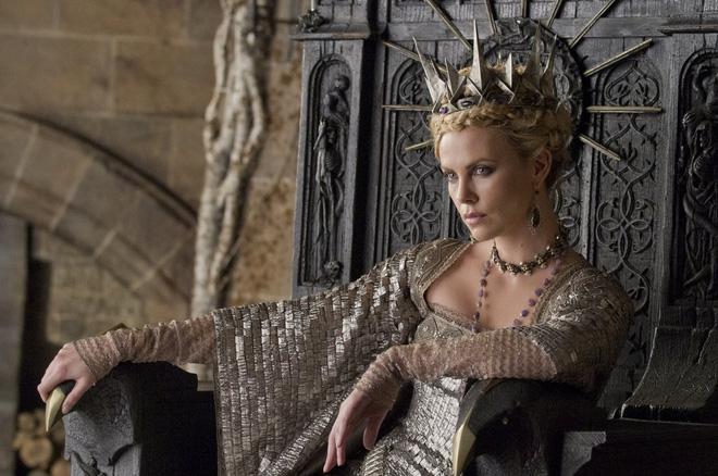Hoàng hậu được mệnh danh là ác phụ độc dược, 3 đời chồng vẫn đẹp như đóa hồng Athens - Ảnh 7.