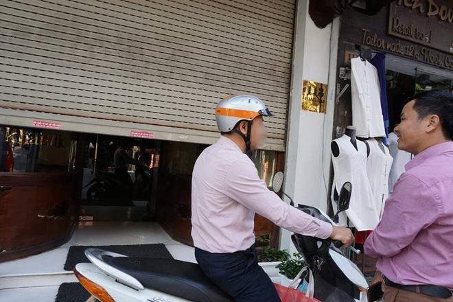 Người đàn ông mang khăn lụa Khaisilk tặng vợ hôm 20-10 nhất quyết đến cửa hàng trả lại - Ảnh 7.