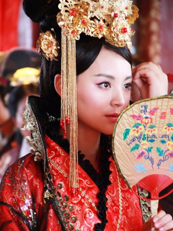 Nàng phi xảo trá có làn da tỏa hương hoa, bị Hoàng đế ép làm chiến lợi phẩm cho bao người chiêm ngưỡng - Ảnh 7.