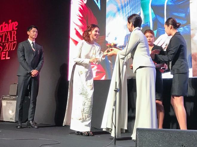 Khoảnh khắc Ninh Dương Lan Ngọc nhận giải thưởng Gương mặt châu Á