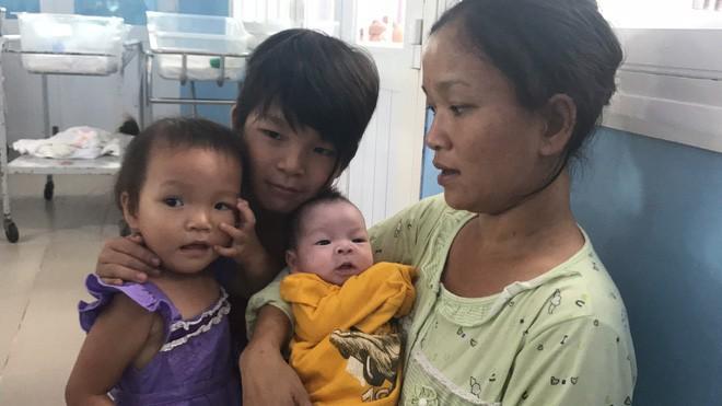 """Sản phụ Cà Mau bất ngờ trở lại đón con trai tại bệnh biện: """"Mất tích"""" vì lo kiếm tiền nuôi con - Ảnh 7."""