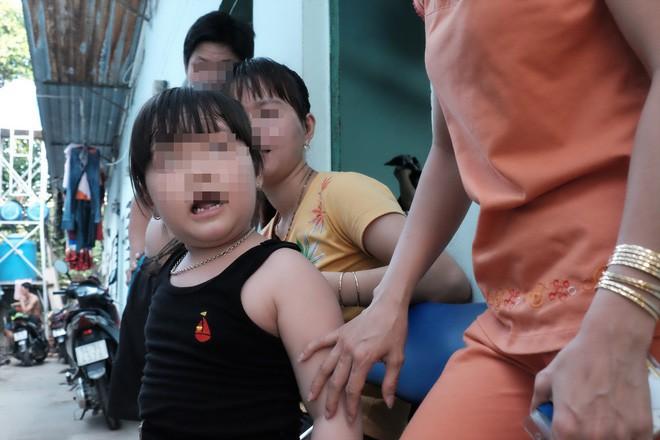"""Phụ huynh trẻ bị bảo mẫu bạo hành dã man ở Sài Gòn: """"Nhiều lần tôi đề nghị xem camera nhưng cô đều từ chối - Ảnh 7."""
