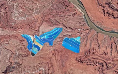 Xem 10 bức ảnh vệ tinh này mới thấy Trái Đất vừa đẹp mà cũng kỳ dị đến nhường nào - Ảnh 9.