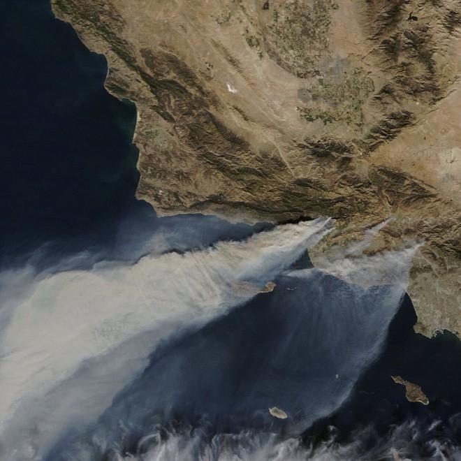 Mỹ: Cháy lớn tương đương diện tích 37.000 sân bóng đá khiến California như rơi vào ngày tận thế - Ảnh 7.