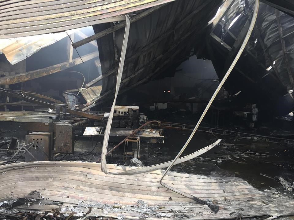 Hiện trường tan hoang sau đám cháy lớn ở Công ty bánh kẹo - Ảnh 7.