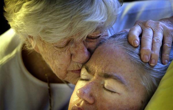 """""""Mẹ ơi đừng bỏ con"""" - lời khẩn cầu của con gái trong phòng cấp cứu và sự kiên trì của người mẹ gần 4 thập kỉ - Ảnh 7."""