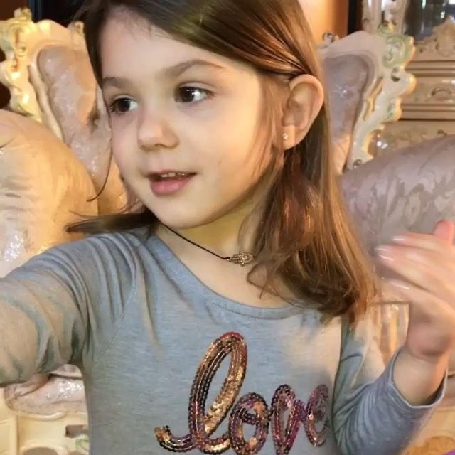 Clip: Bé gái 3 tuổi biết trang điểm thuần thục đang gặp phải làn sóng phản đối dữ dội - Ảnh 7.