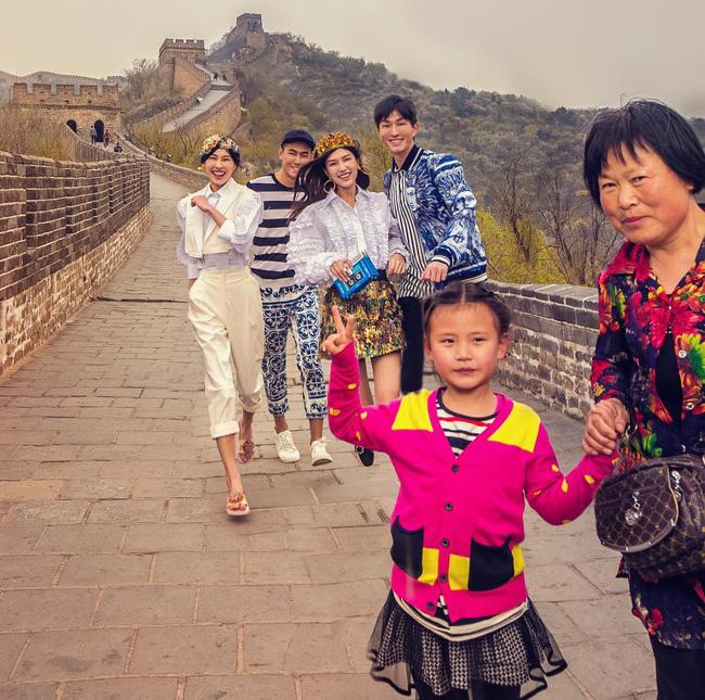 Dolce & Gabbana bị cư dân Trung Quốc chỉ trích vì bôi xấu hình ảnh quốc gia trong loạt hình mới nhất - Ảnh 8.