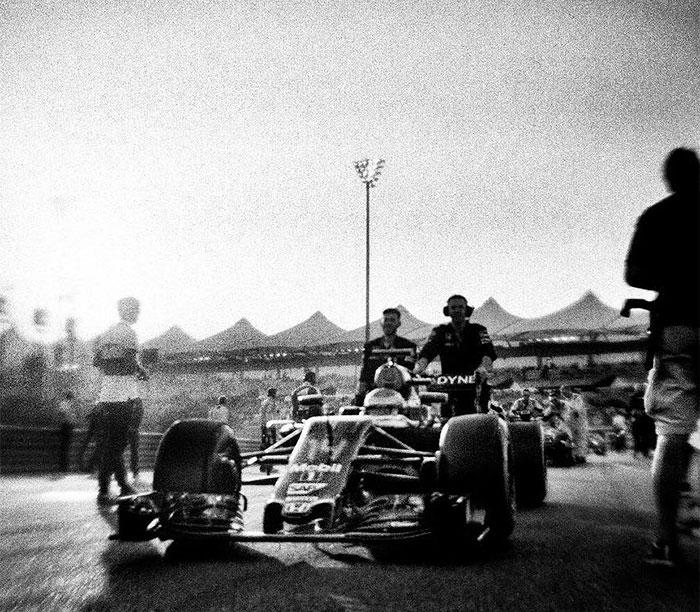 Nhiếp ảnh gia chớp khoảnh khắc của những chiếc xe đua Công thức 1 với chiếc máy ảnh 104 tuổi, và đây là kết quả - Ảnh 14.