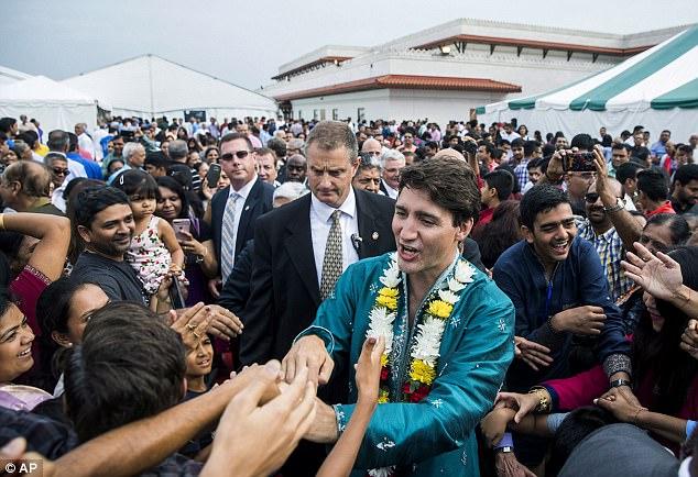 Thủ tướng Canada xuất hiện rạng rỡ cùng những người chuyển giới trong buổi tuần hành tự hào LGBT - Ảnh 6.