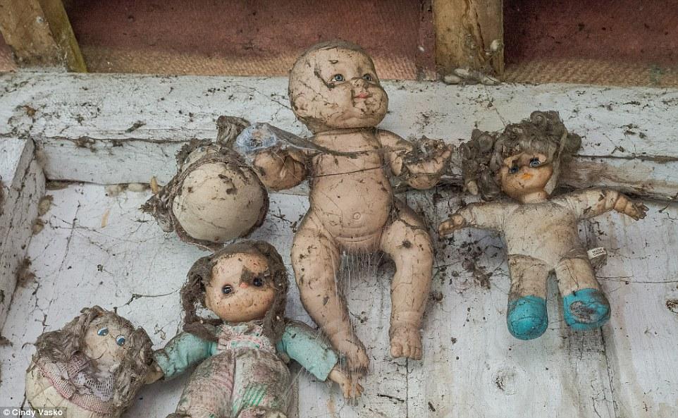 Cơn ác mộng Isla de las Munecas: Hòn đảo với hàng nghìn con búp bê kinh dị được treo lủng lẳng trên cây - Ảnh 9.