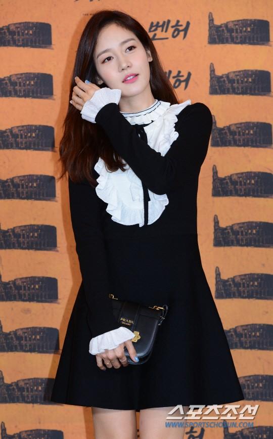 Han Hyo Joo và Sung Yuri: 2 nữ thần hàng đầu khoe sắc tại 2 sự kiện, khán giả đau đầu không biết ngắm ai - Ảnh 8.