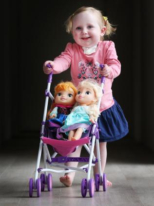 Cuộc chiến giành sự sống của cô bé dũng cảm: Không thể thở cũng chẳng thể ăn - Ảnh 8.