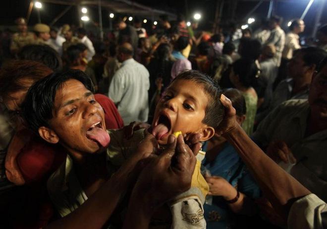 Nuốt cá sống - cách chữa bệnh suyễn bí truyền đáng sợ và phản khoa học nhưng vẫn được người dân Ấn Độ tôn sùng - Ảnh 8.