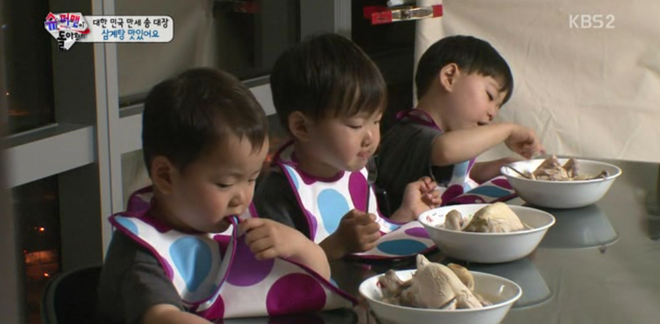 Ông bố quốc dân xứ Hàn và cách dạy 3 con sinh ba đến chuyên gia tâm lý cũng phải khen ngợi - Ảnh 8.