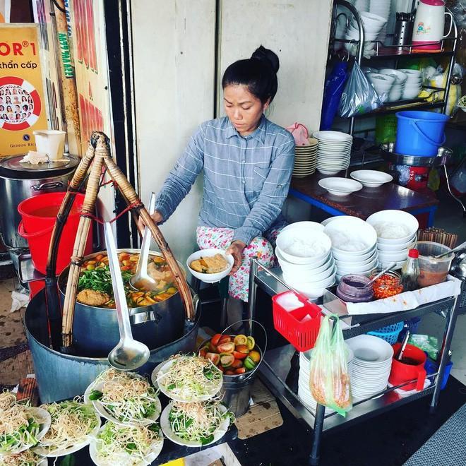 4 quán ăn bình dân vừa ngon, vừa dễ đụng người nổi tiếng ở Sài Gòn - Ảnh 8.