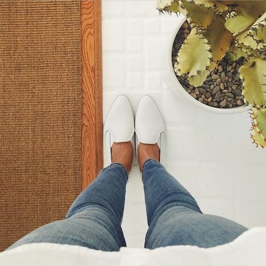 Đôi loafer da của Gigi Hadid có gì đặc biệt mà tới 10.000 người đặt gạch chờ mua? - Ảnh 9.