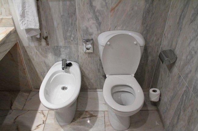 10 sự thật dị đến mức khó tin về chuyện sử dụng nhà vệ sinh trên thế giới - Ảnh 4.