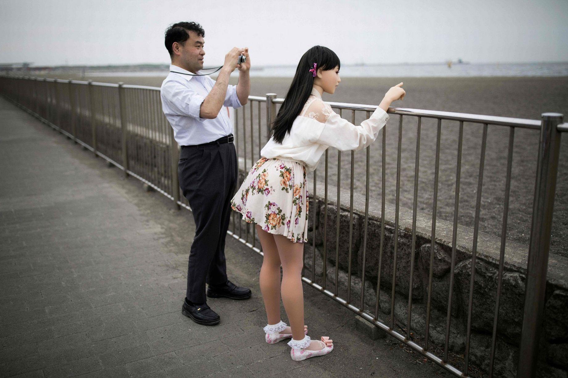 Cuộc sống cô quạnh của đàn ông Nhật Bản bên búp bê tình dục - Ảnh 6.