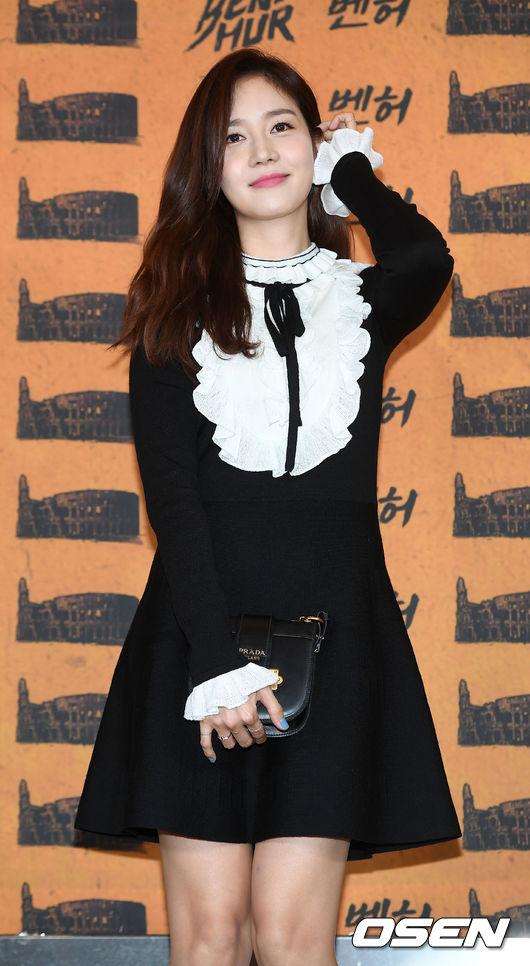 Han Hyo Joo và Sung Yuri: 2 nữ thần hàng đầu khoe sắc tại 2 sự kiện, khán giả đau đầu không biết ngắm ai - Ảnh 9.