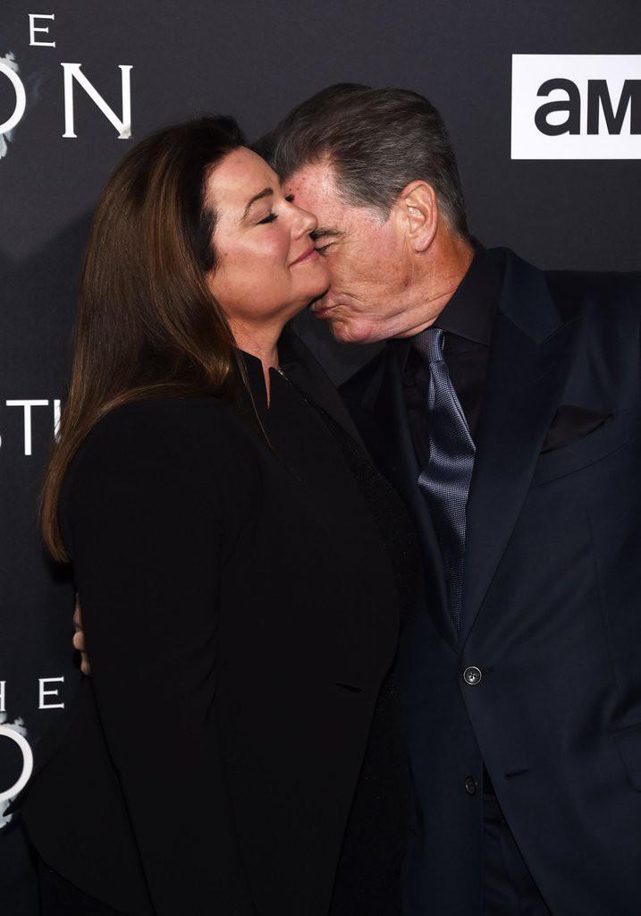 Sau nỗi đau mất vợ con, tài tử Điệp viên 007 tìm được tình yêu mới và họ yêu nhau suốt 23 năm dù cô ấy béo, xấu thế nào - Ảnh 8.
