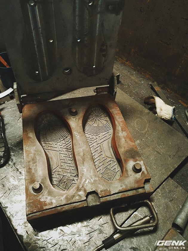 Tự thiết kế, tự sản xuất giày thương hiệu riêng, chàng trai sinh năm 1993 mang khát vọng bảo vệ đôi chân Việt - Ảnh 10.