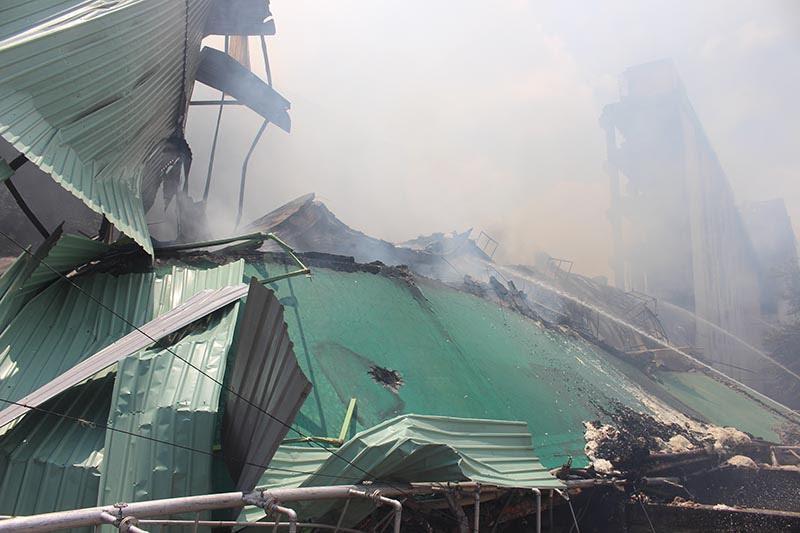 Hình ảnh tan hoang sau vụ cháy suốt 24 giờ ở Cần Thơ - Ảnh 10.