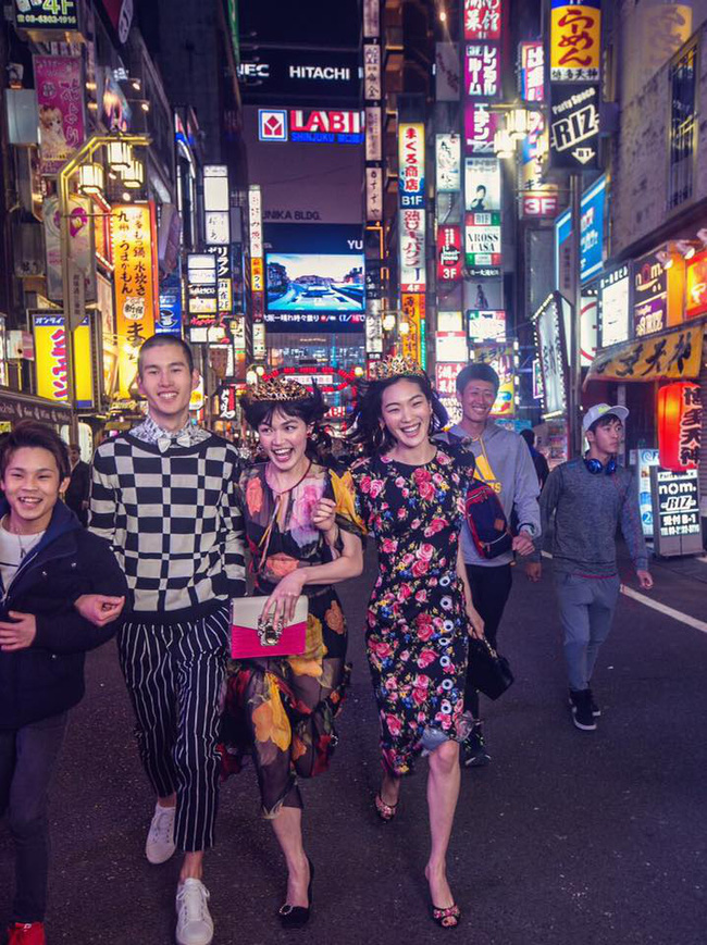 Dolce & Gabbana bị cư dân Trung Quốc chỉ trích vì bôi xấu hình ảnh quốc gia trong loạt hình mới nhất - Ảnh 10.