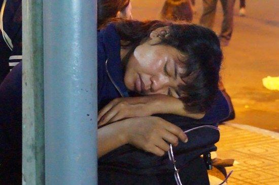 Bến xe Sài Gòn kẹt cứng lúc 2h sáng, khách vật vờ tìm đường về - Ảnh 10.