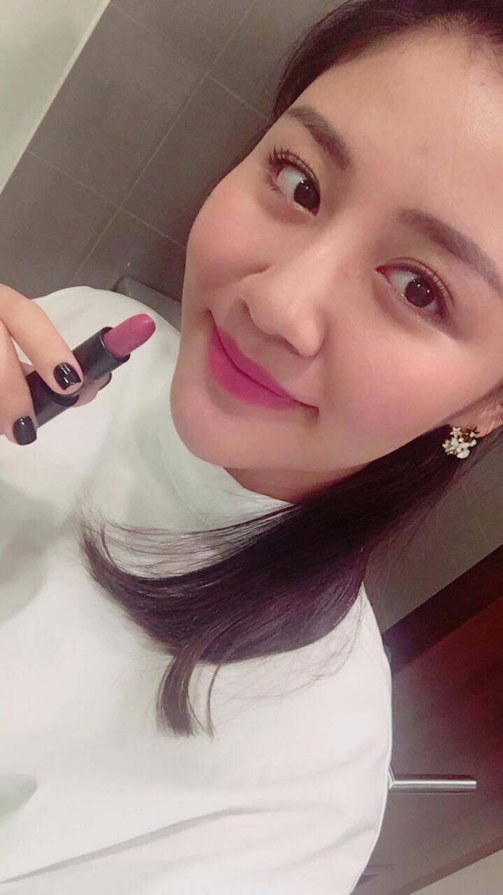 Mỹ nữ Showbiz Việt phát sốt với dòng son môi mới - Ảnh 10.
