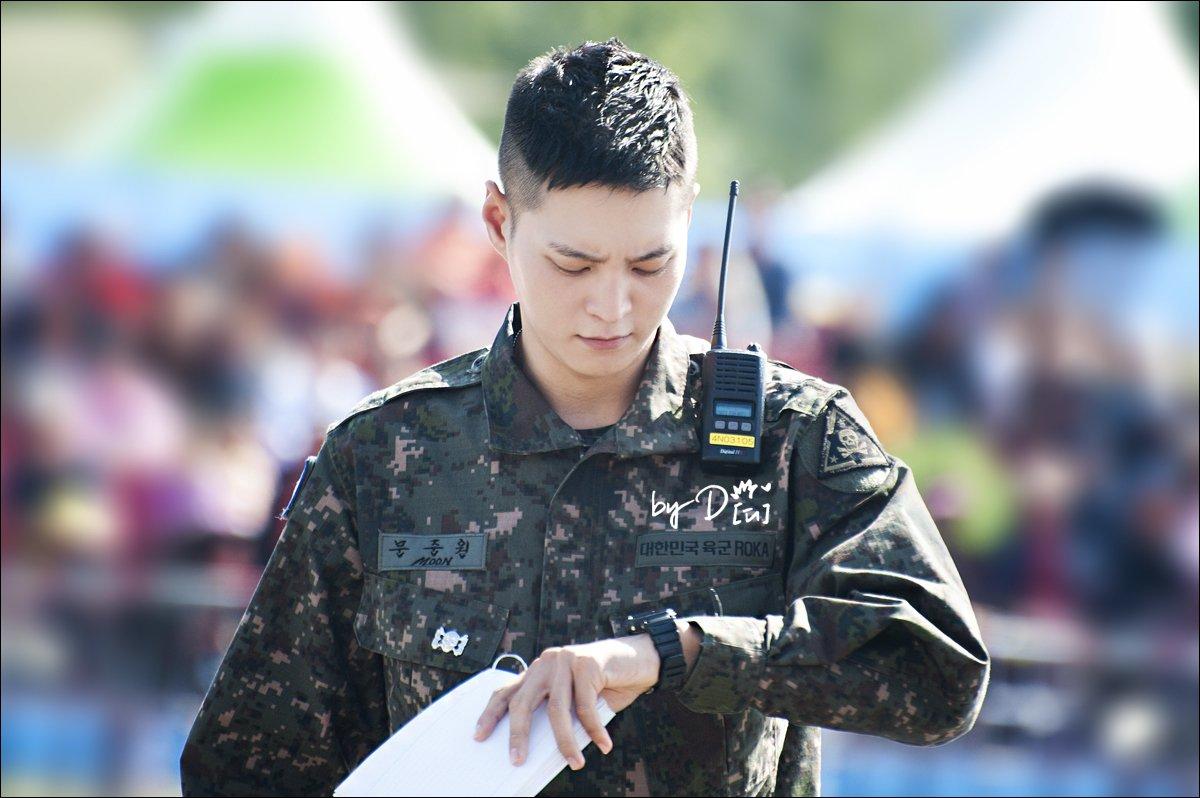 Biệt đội mỹ nam hàng đầu xứ Hàn trong quân ngũ thành hiện tượng vì đẹp hơn cả Hậu duệ mặt trời - Ảnh 10.