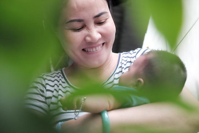 Nhặt được em bé sơ sinh trước cổng chùa, người phụ nữ giúp việc mang về nuôi nấng yêu thương - Ảnh 10.