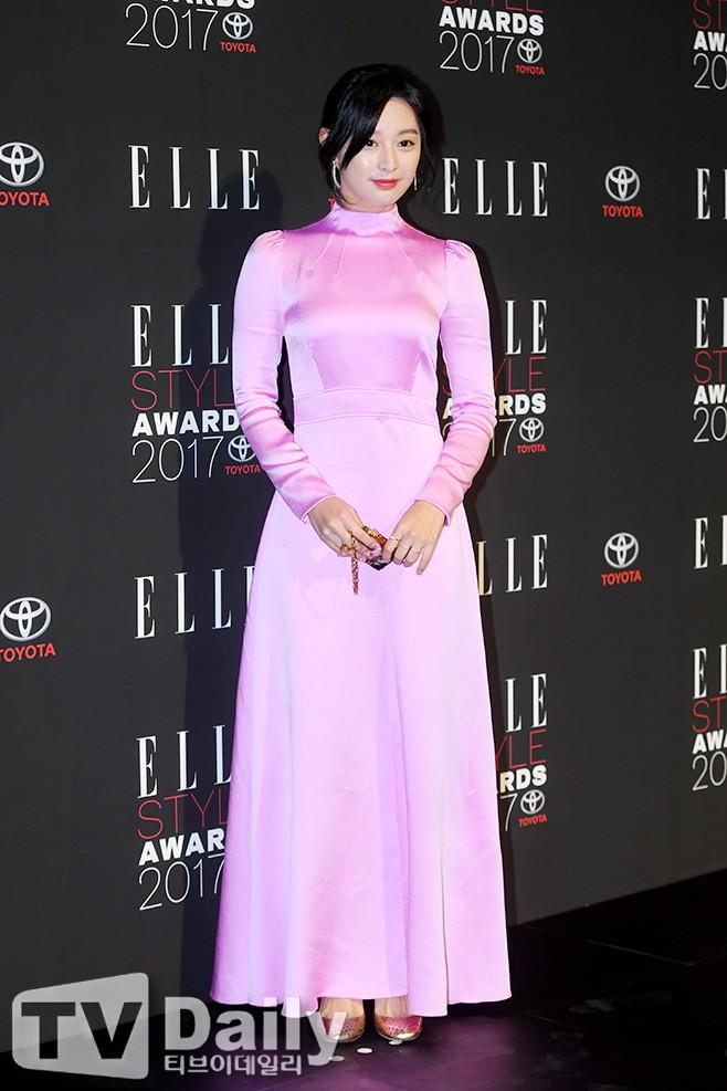 Thảm đỏ quy tụ dàn sao quyền lực: Yoona sang chảnh, nữ thần Kim Ji Won đẹp xuất sắc nhưng lại mặc gì thế này? - Ảnh 10.