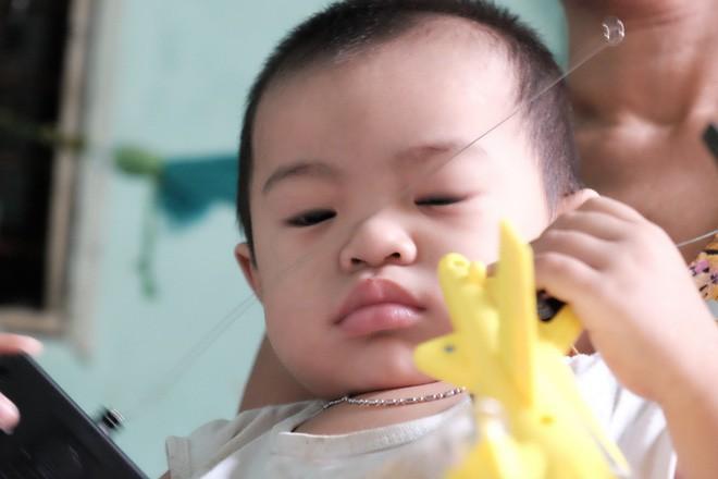 """Mẹ bỏ rơi khi mới 10 ngày tuổi, bé trai bệnh ung thư máu được """"người dưng"""" cưu mang suốt 2 năm trời - Ảnh 10."""