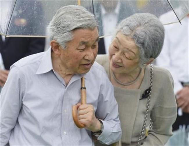 Nhà vua và Hoàng hậu Nhật Bản, mối tình hoàng tộc - thường dân, 60 năm đến đầu bạc và vẫn muốn yêu mãi mãi - Ảnh 10.