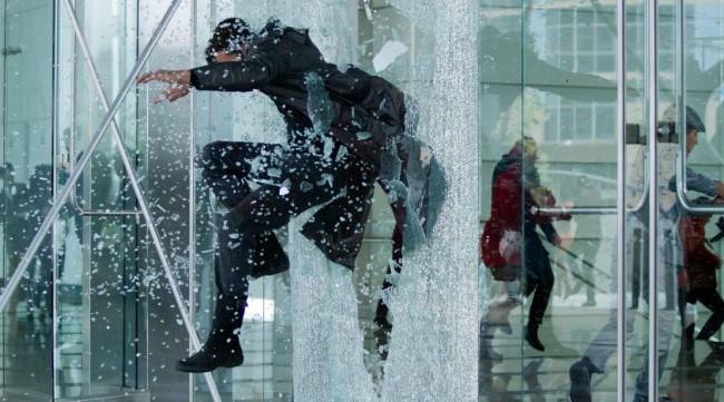 Những cảnh quay đi ngược định luật vật lý mà vẫn trở thành bom tấn thu hút vạn người xem - Ảnh 10.