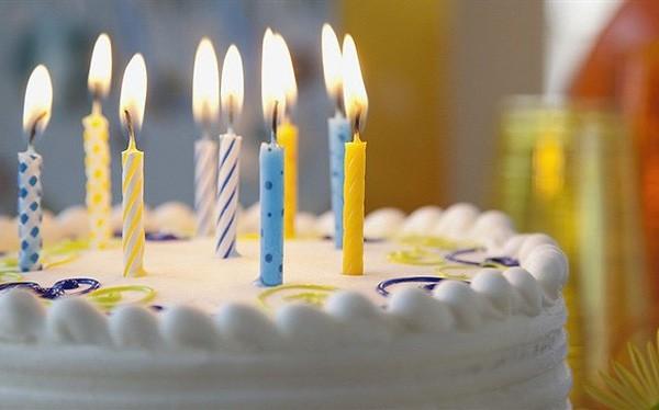 Thổi nến bánh sinh nhật là một hình thức gây bệnh - Ảnh 1.