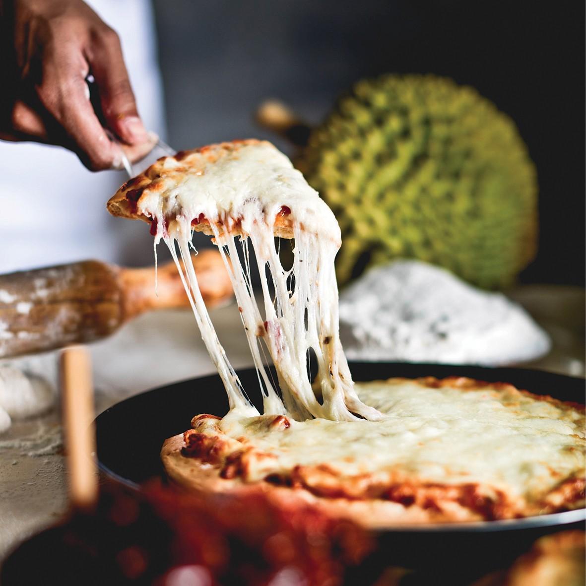 Hết lẩu sầu riêng, giờ người ta còn làm cả pizza sầu riêng nữa - Ảnh 6.